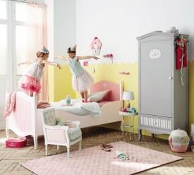 Une chambre de fille aux couleurs pastel